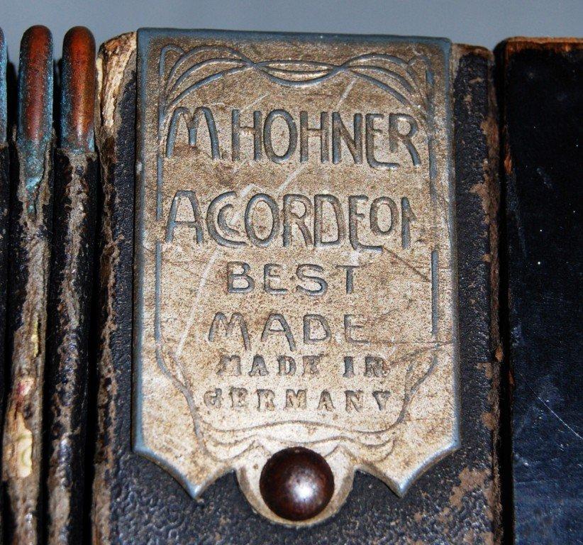 263: Vintage M. Hohner accordion - 5