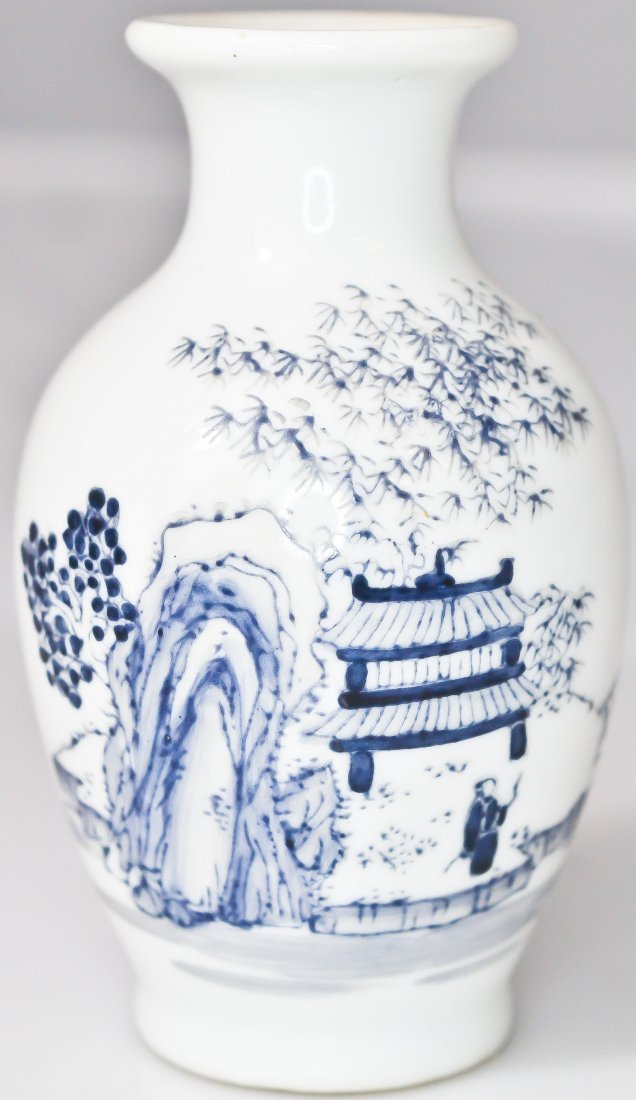 16: Antique Chinese hand painted porcelain vase