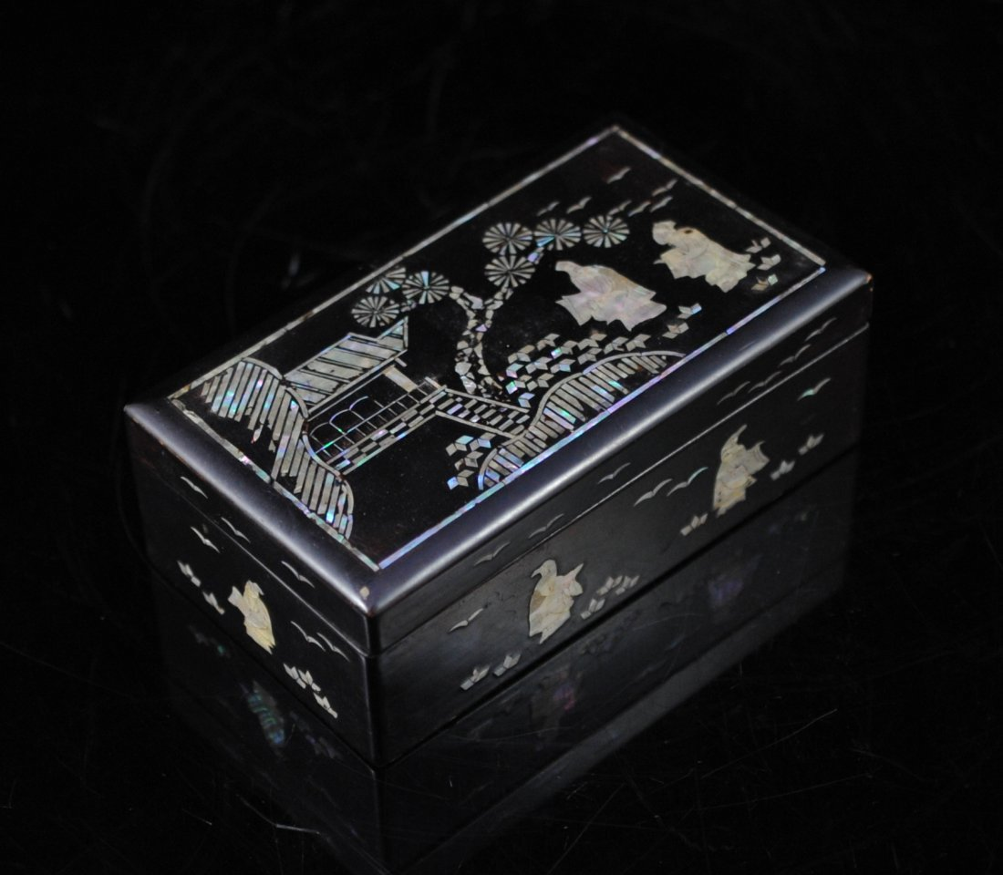 19: Vintage Chinese wood and mother of pearl box