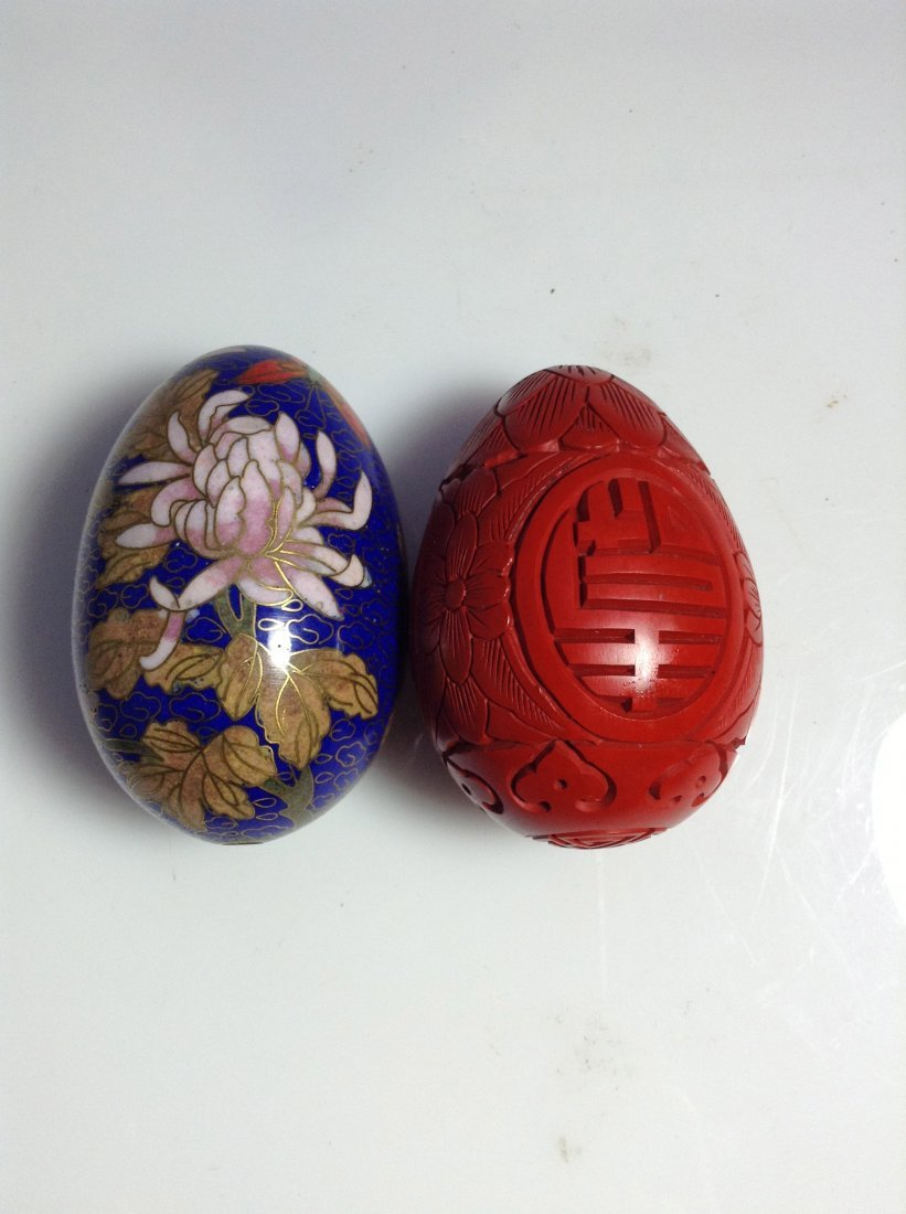 Lot of two vintage Chinese eggs (Cloisonne and cinnabar