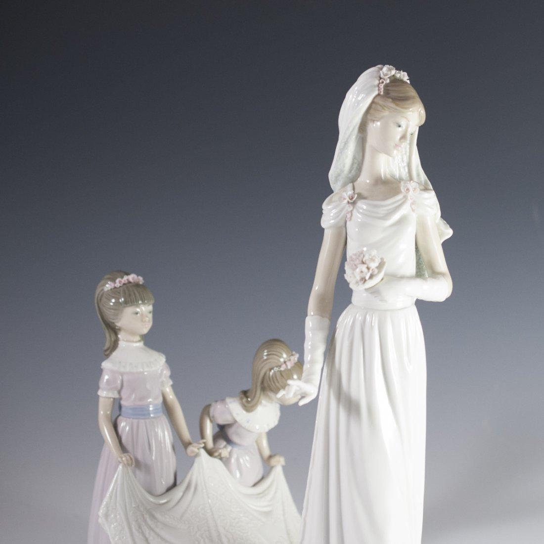 """Lladro """"Here Comes the Bride"""" Figurine - 2"""