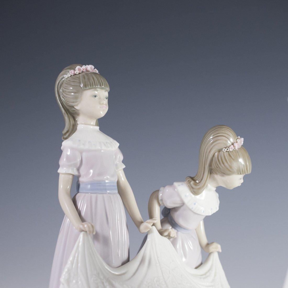 """Lladro """"Here Comes the Bride"""" Figurine - 4"""