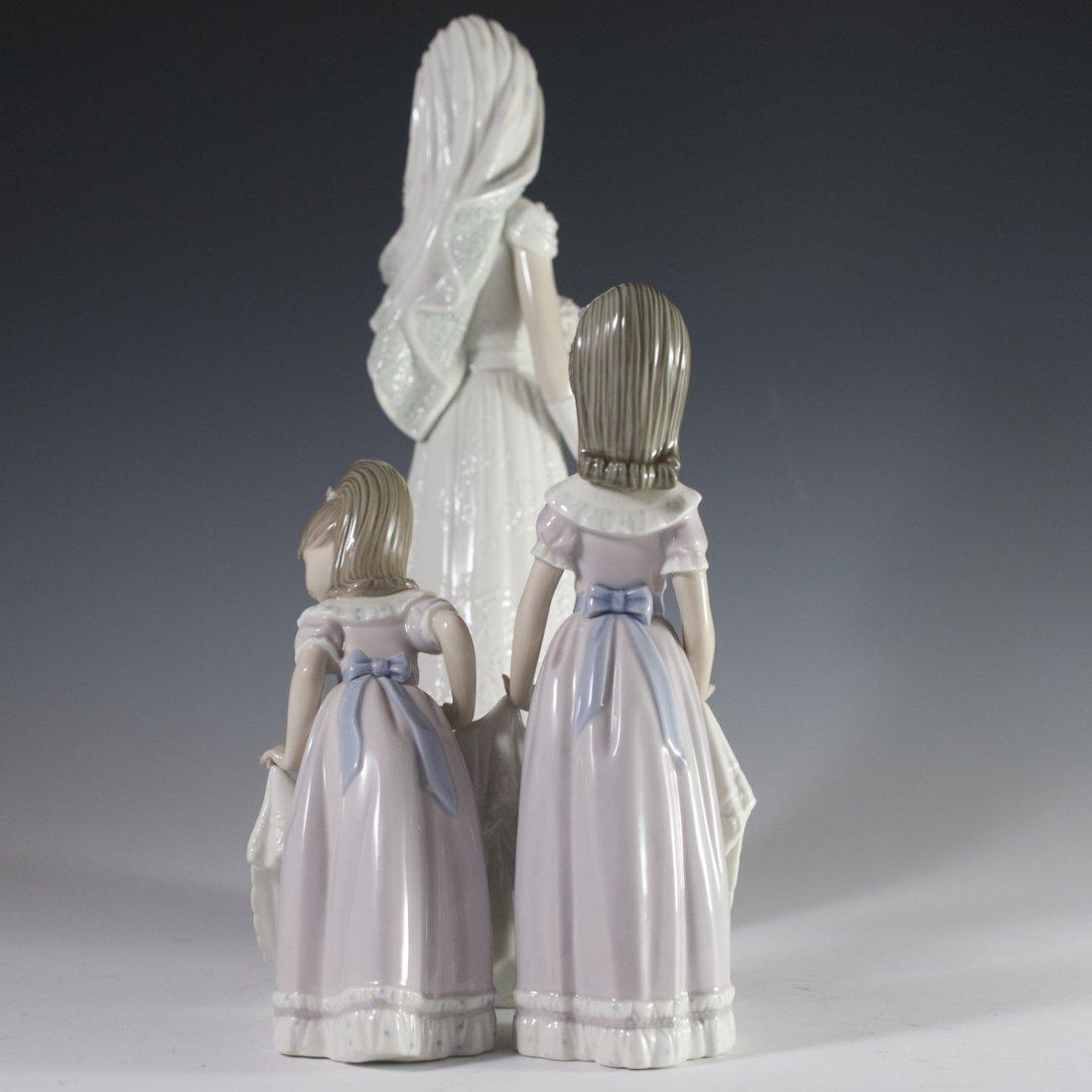 """Lladro """"Here Comes the Bride"""" Figurine - 6"""