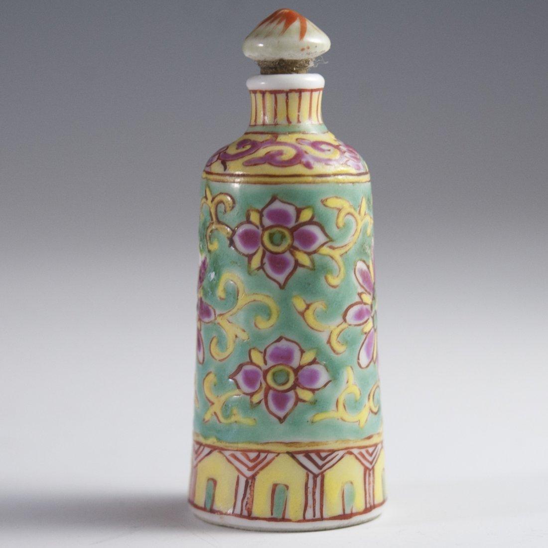 Famille Jaune Chinese Porcelain Snuff Bottle