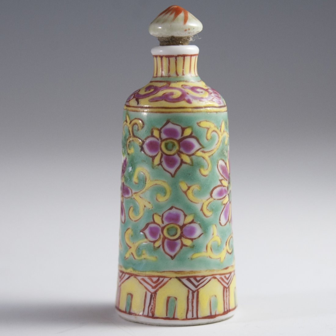 Famille Jaune Chinese Porcelain Snuff Bottle