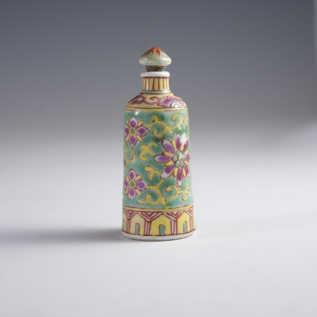 Famille Jaune Chinese Porcelain Snuff Bottle - 4