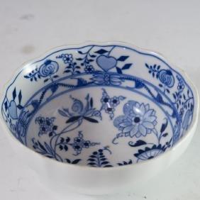"""Meissen """"Blue Onion"""" Style Porcelain Bowl"""