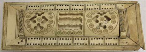 EARLY 19TH C CARVED SOUPBONE CRIBBAGE BOARD,
