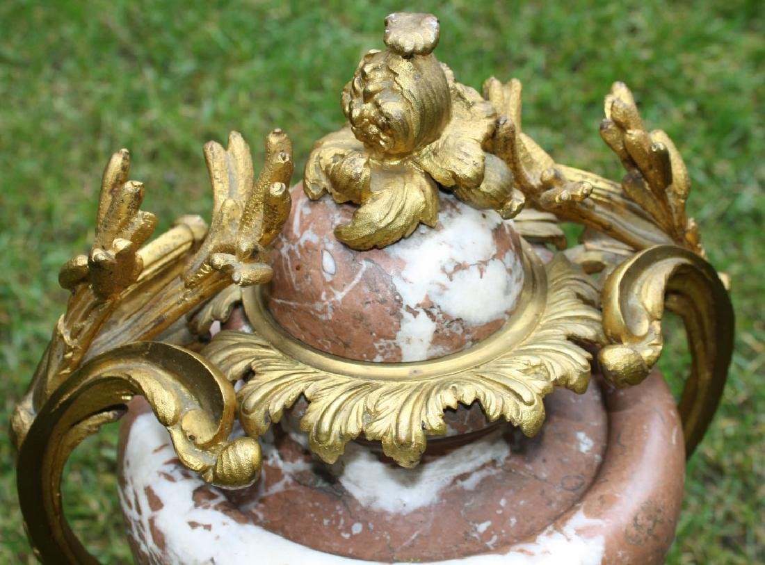 PAIR OF 19TH C FRENCH PINK MARBLE URNS WITH - 2