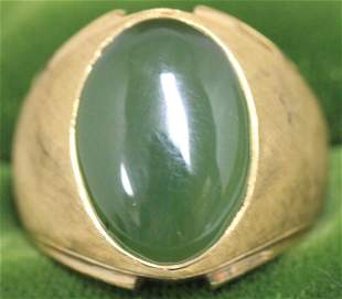14KT GOLD MAN'S RING WITH OVAL JADE STONE,