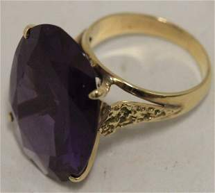 18KT GOLD LADIES RING WITH LARGE OVAL AMETHYST