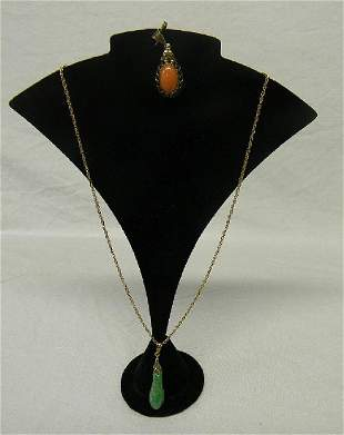 "14k Gold 15"" Chain w/ Carved Green Jade Pendant & Coral"