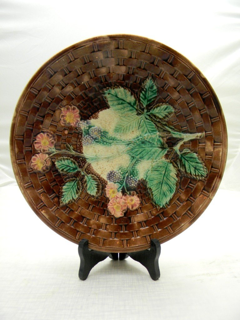 13: Berries and Flowers Basket weave Pattern Plate 10 1
