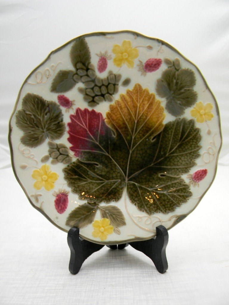 "24: Leaf  & Strawberry 9"" Plate.  Wedgwood."