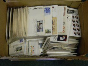 15: 100's of US first day covers = cards loose in a lar