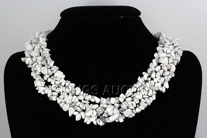 "786.5CTW 18"" WHITE TURQUOISE CHIPPED STONE NECKLACE MET"