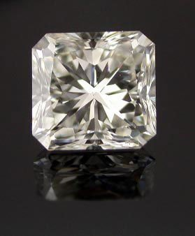 GIA CERTIFIED Radiant 1.0 Carat E,VS1