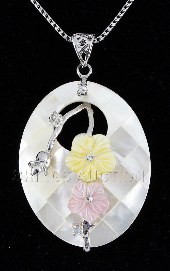 12.81GRAMS WHITE MOTHER OF PEARL SILVER OVAL PENDANT