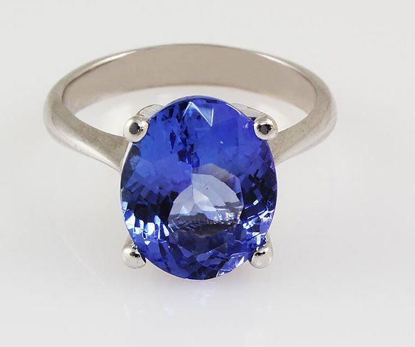4.83 Carat Natural Tanzanite Oval Ring 14kt