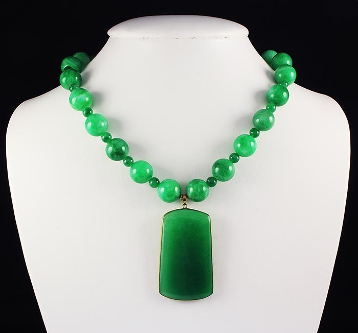 558.44 Carat Chinese Green Jade Balls Necklace with Goo