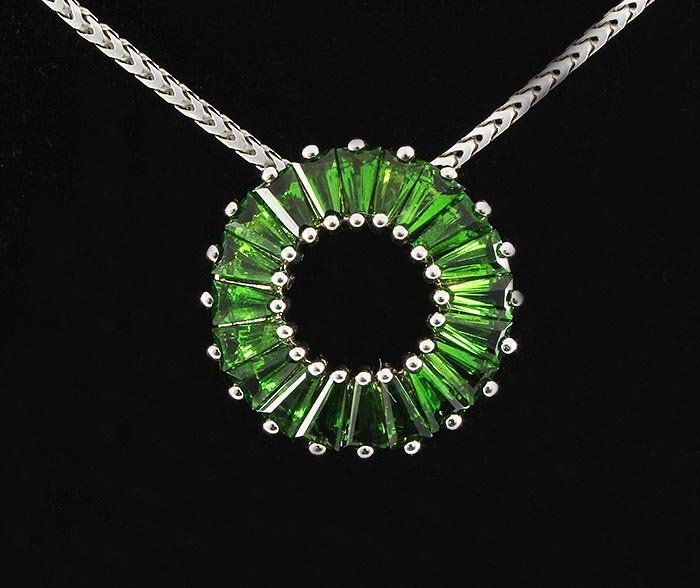 3.20CTW Chorme Diopside Circle Silver Pedant 2.72g
