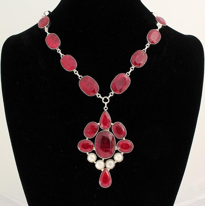 RUBY CORRUNDUM 85.14GRAMS SILVER STATEMENT NECKLACE