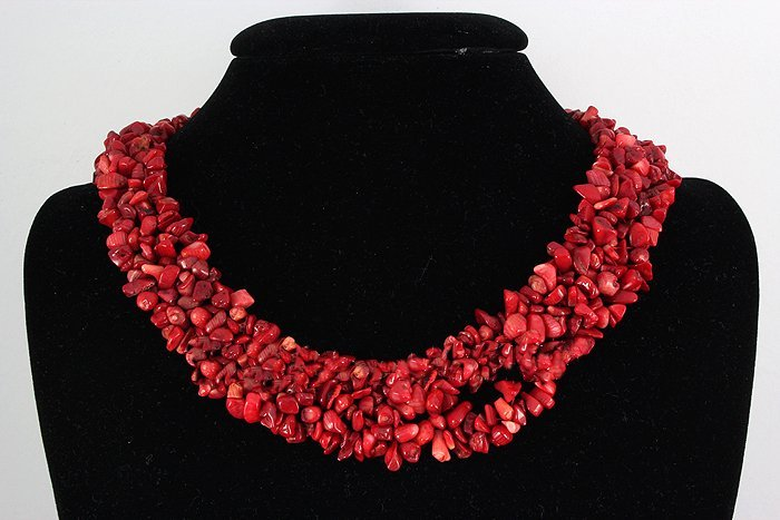 """591CTW 18"""" COLRAL RED CHIPPED STONE NECKLACE METAL LOCK"""