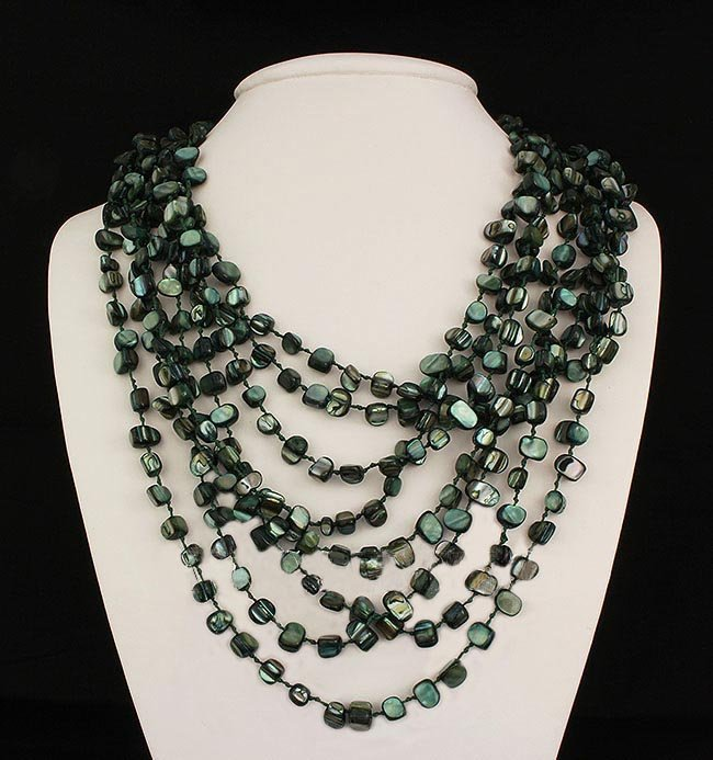 1041.00CTW WARM GREEN 8ROW MOTHER OF PEARL NECKLACE