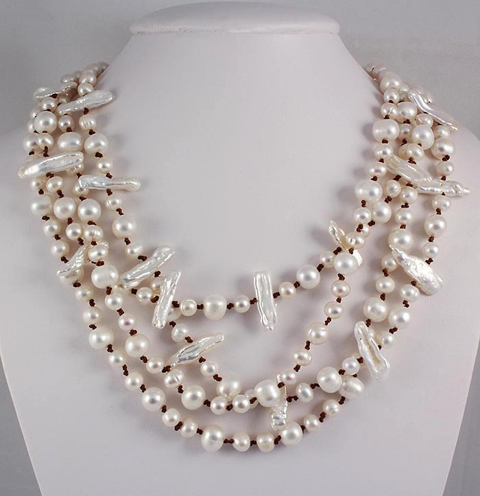 PRETTY WHITE 674.00CTW FW PEARL NECKLACE W/ BOTTON LOCK