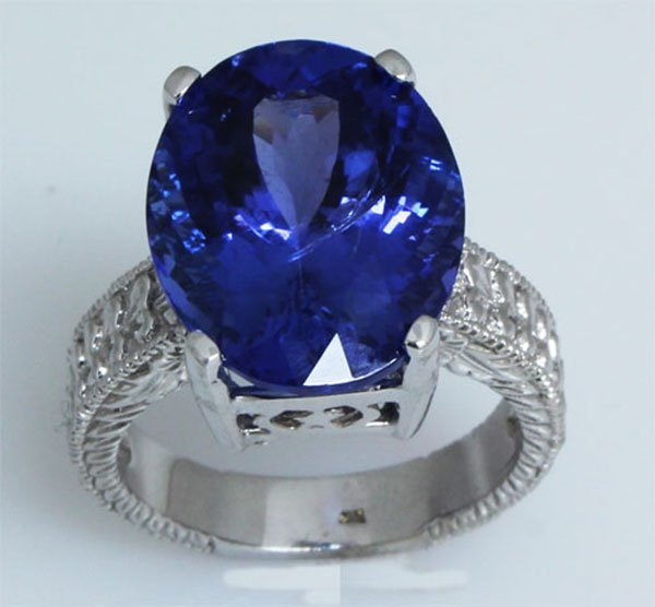 12.76 carat Natural Tanzanite Oval Ring 10kt