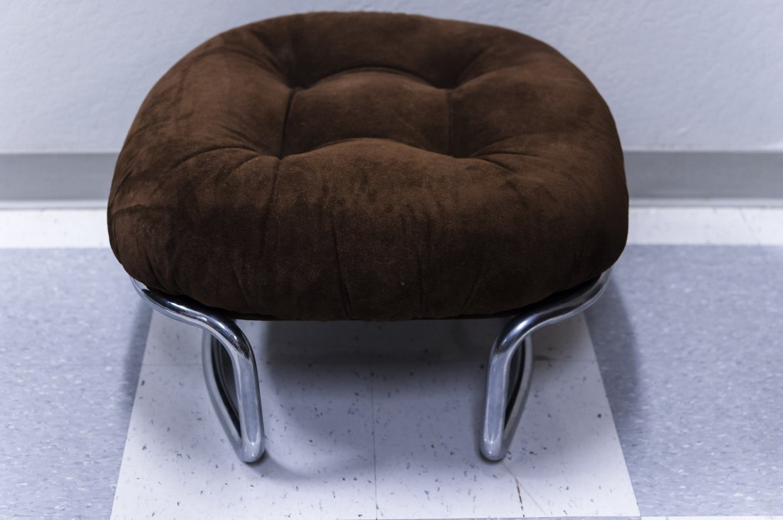 Mid Century Modern Upholstered Chair and Ottoman. - 5