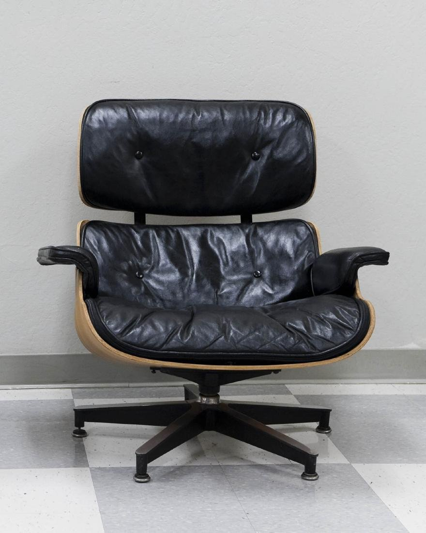 Herman Miller Lounge Chair and Ottoman. - 2