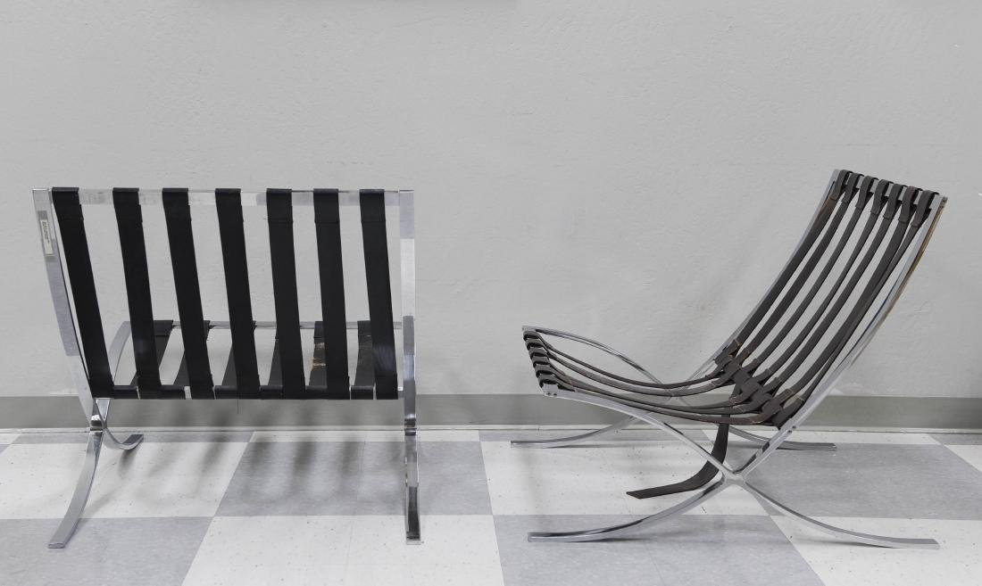 Pair of Industria Argentina Barcelona Chairs. - 2