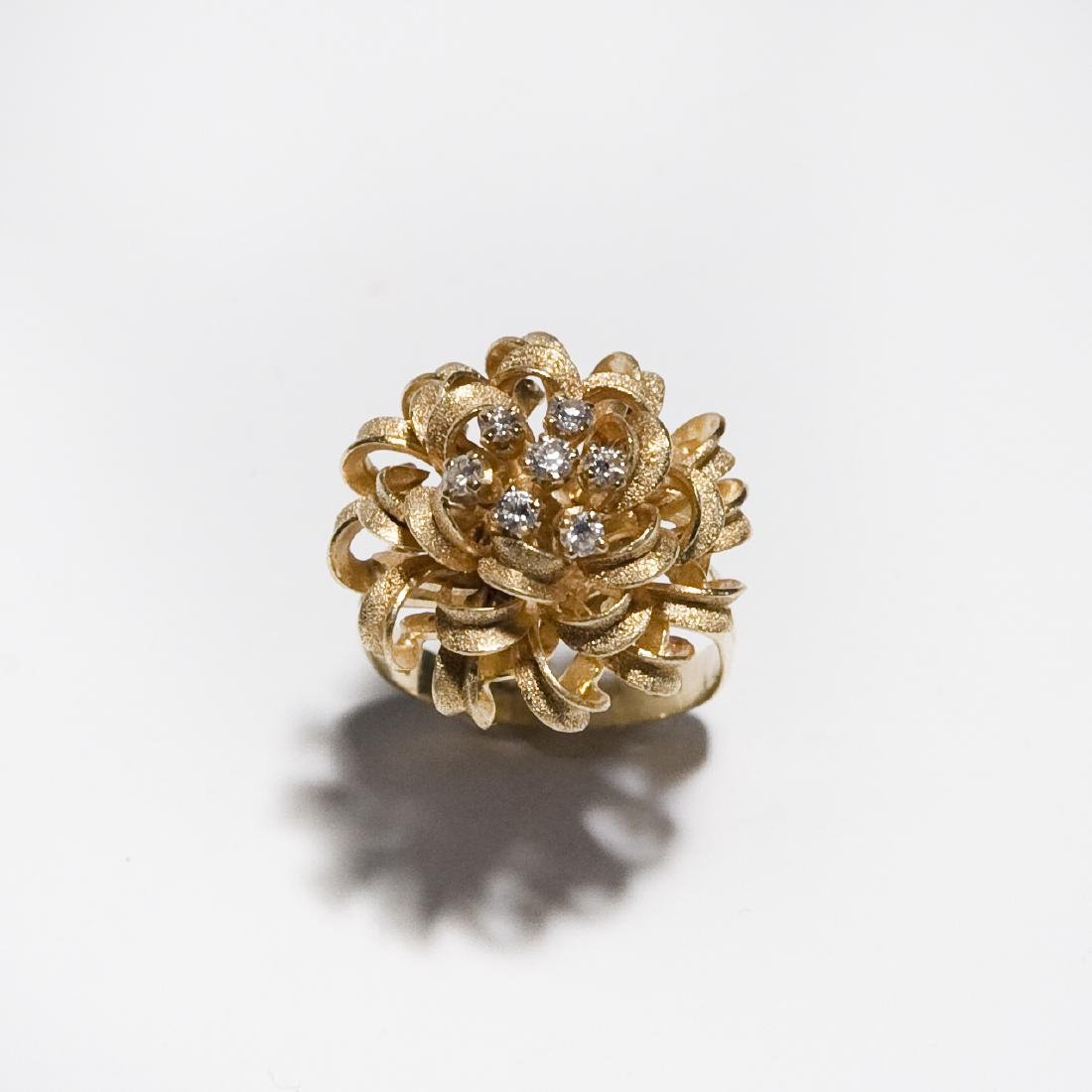 18K Yellow Gold Ribbon Cluster Ring.