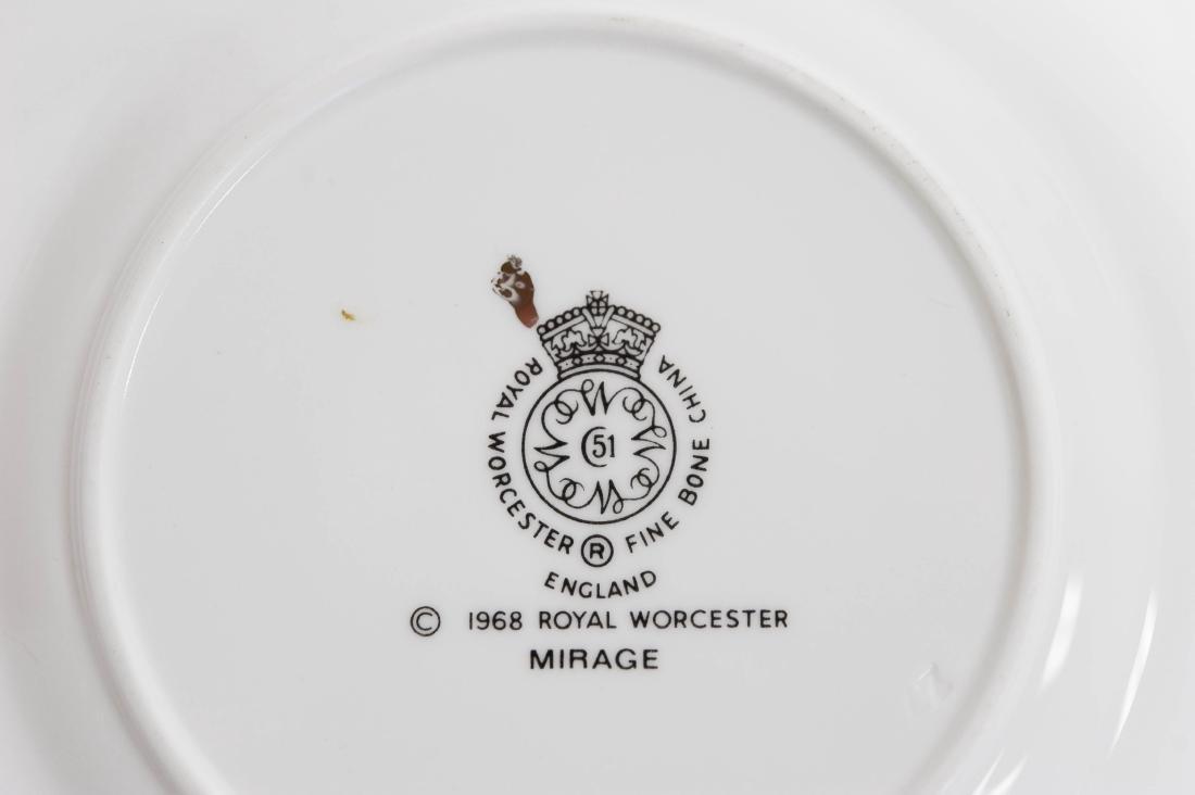 """Royal Worcester """"Mirage"""" Porcelain Dinner Service. - 2"""