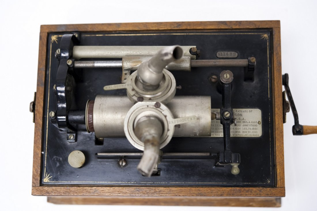 "Edison ""Suitcase"" Gramophone, Polyphone Reproducers. - 6"