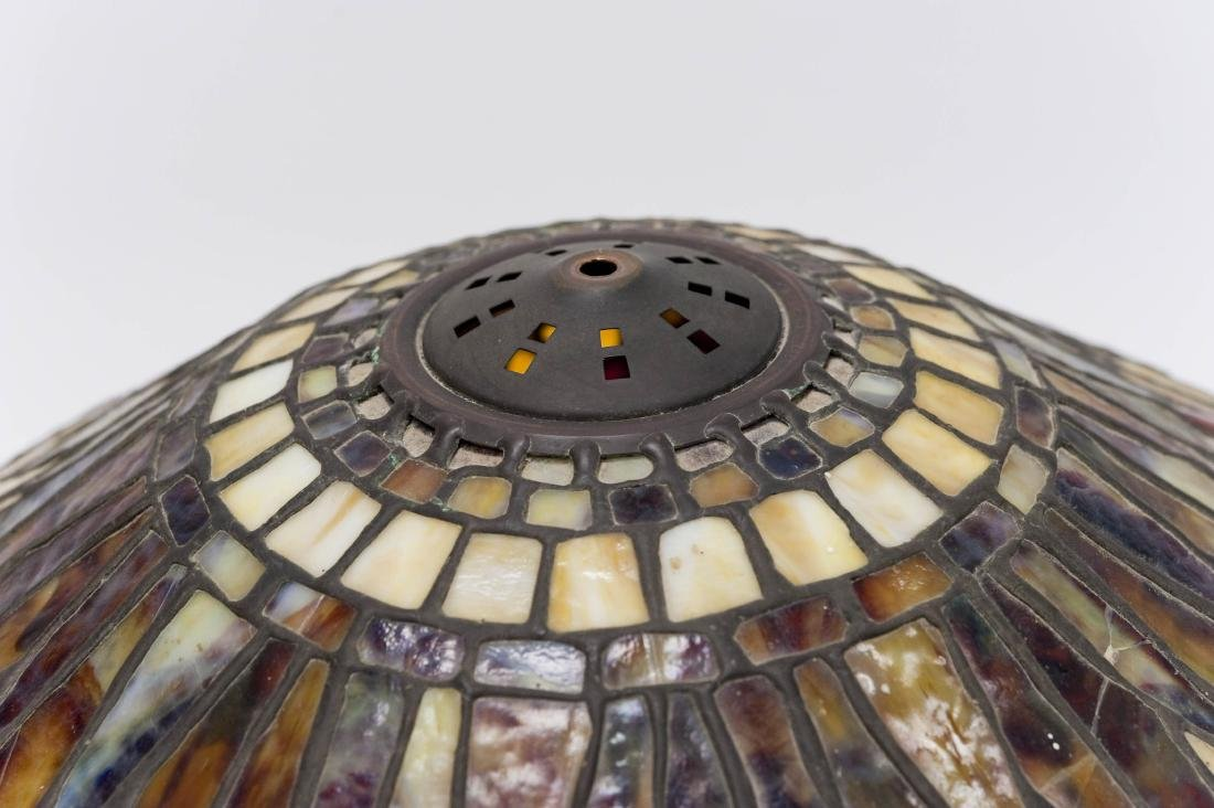 Tiffany Style Stained Glass Table Lamp on Bronze Base. - 10