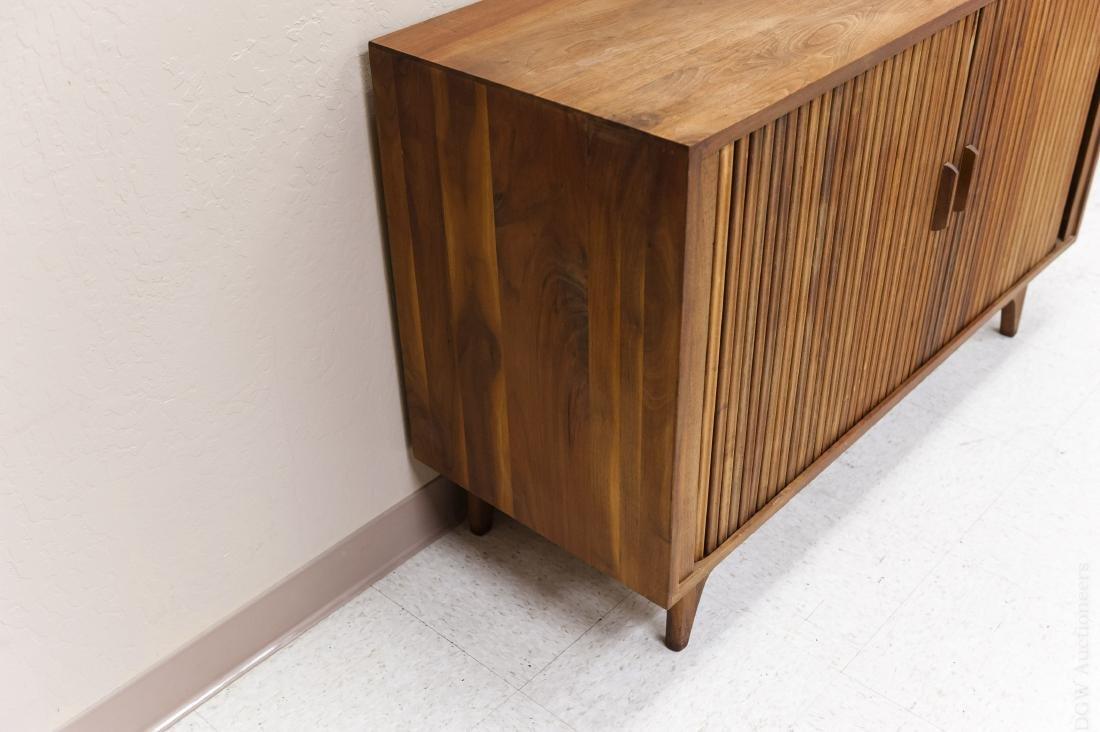 Mid Century Modern Design Walnut Cabinet. - 2