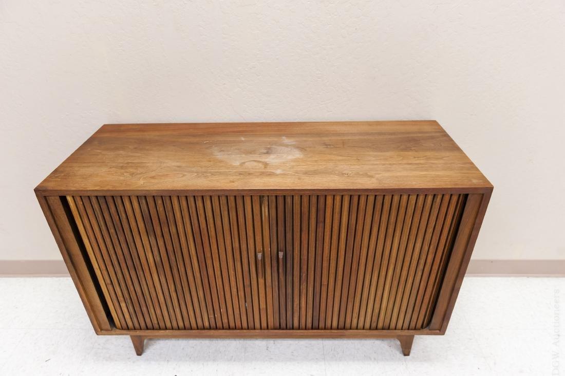 Mid Century Modern Design Walnut Cabinet. - 3