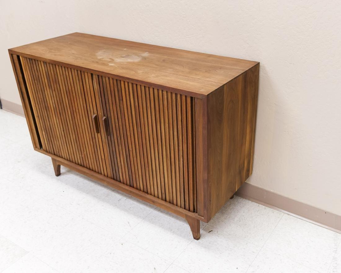 Mid Century Modern Design Walnut Cabinet. - 4