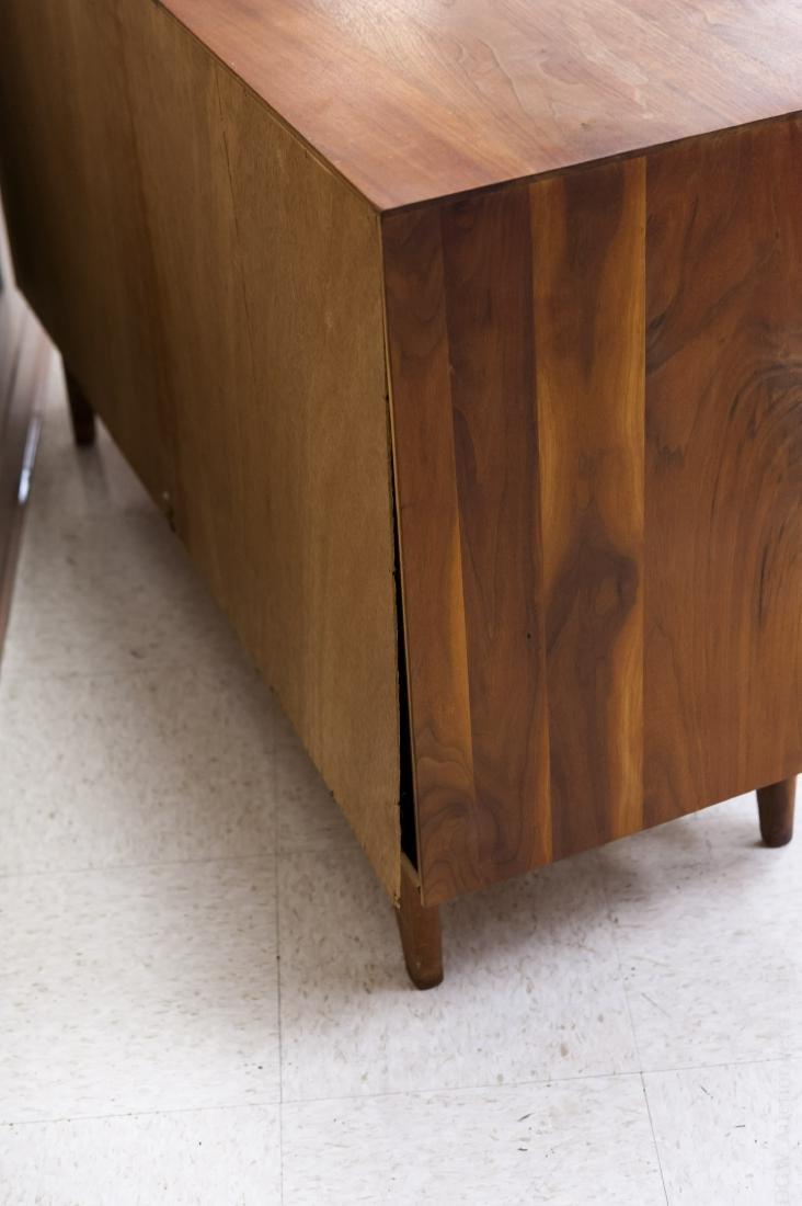 Mid Century Modern Design Walnut Cabinet. - 6