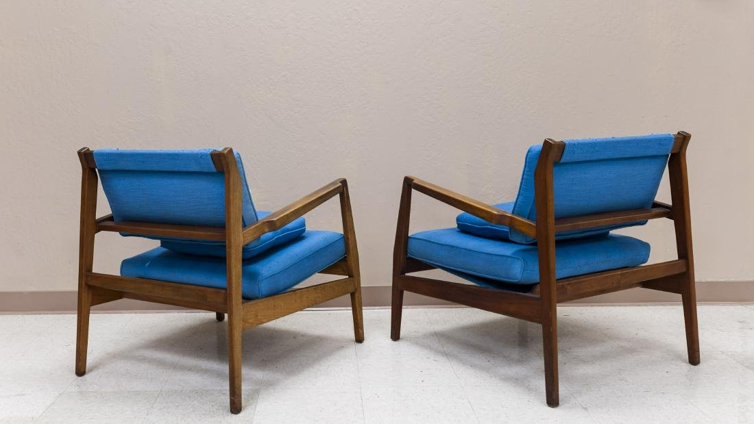Pair of Jens Risom Design Walnut Lounge Chairs. - 3