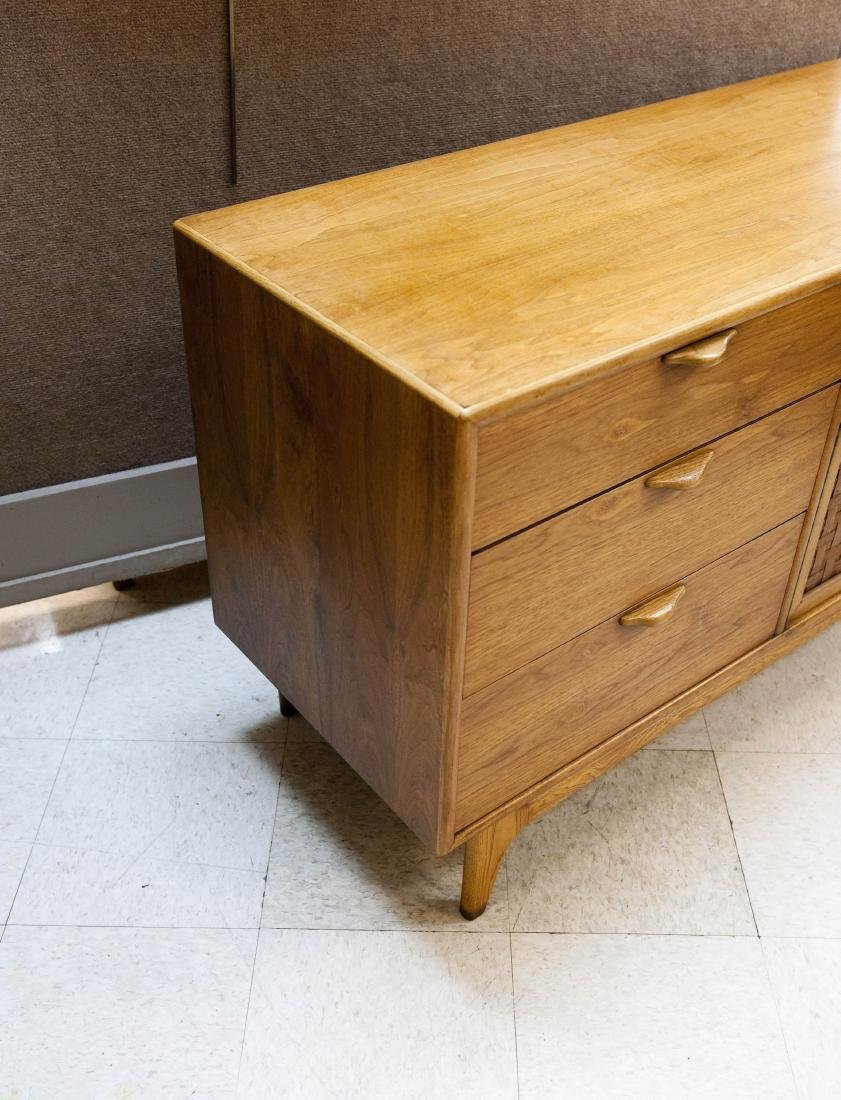 Lane Perception Collection Sideboard. - 4