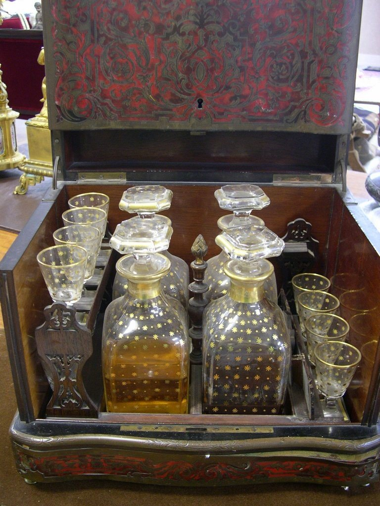 50: 19thCentury Cave Liqueur, table top drinks box.
