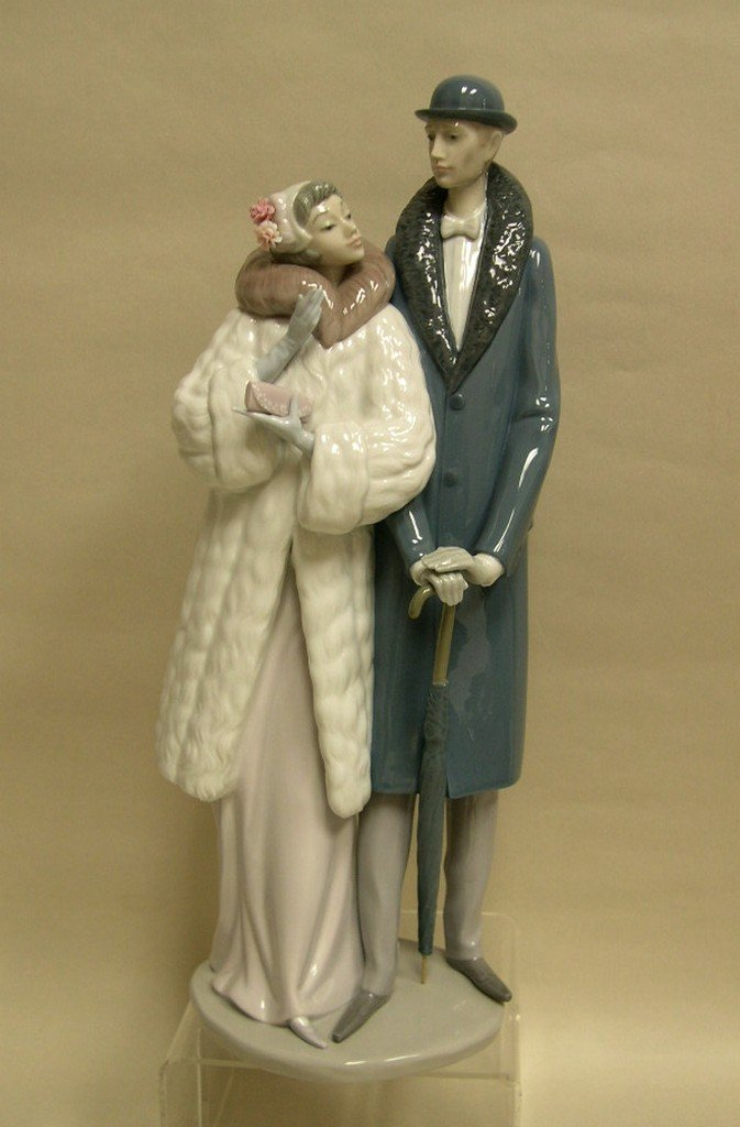 """Lladro Porcelain Figure """"On The Town"""" 1452"""