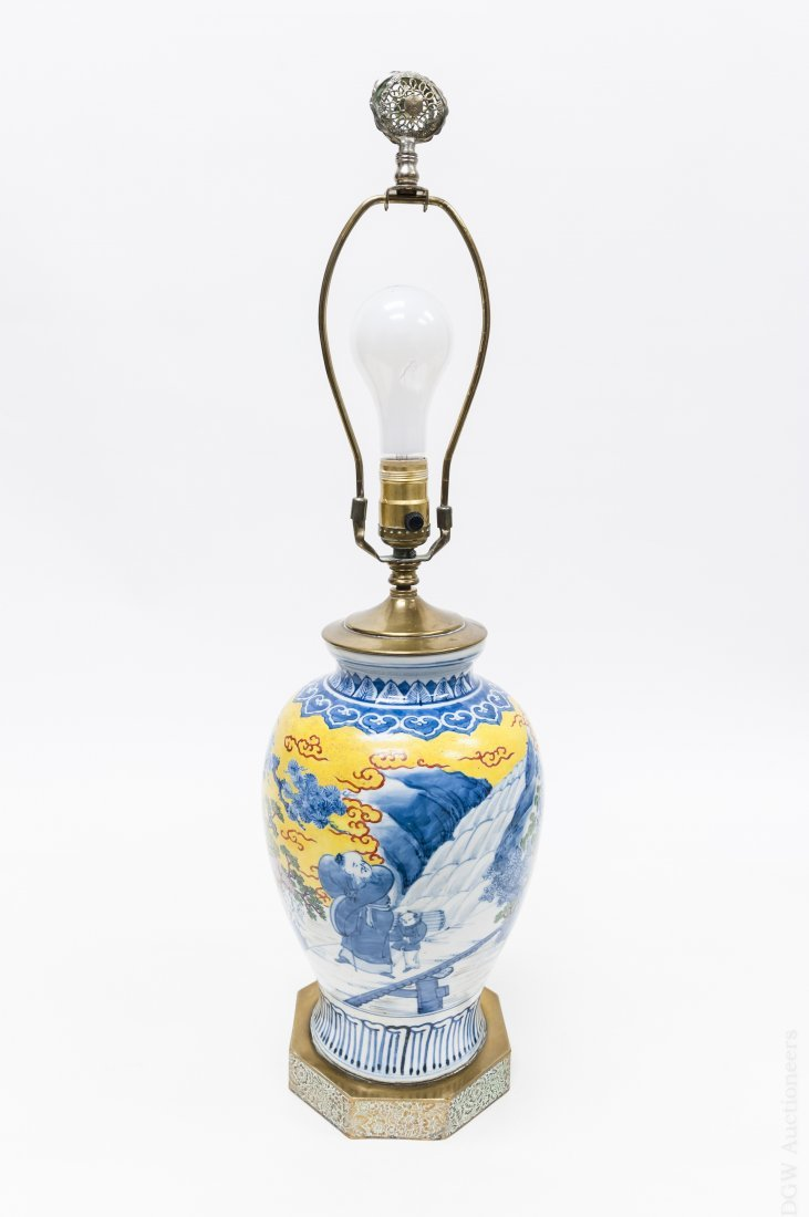 Chinese Export Porcelain Vase Lamp.