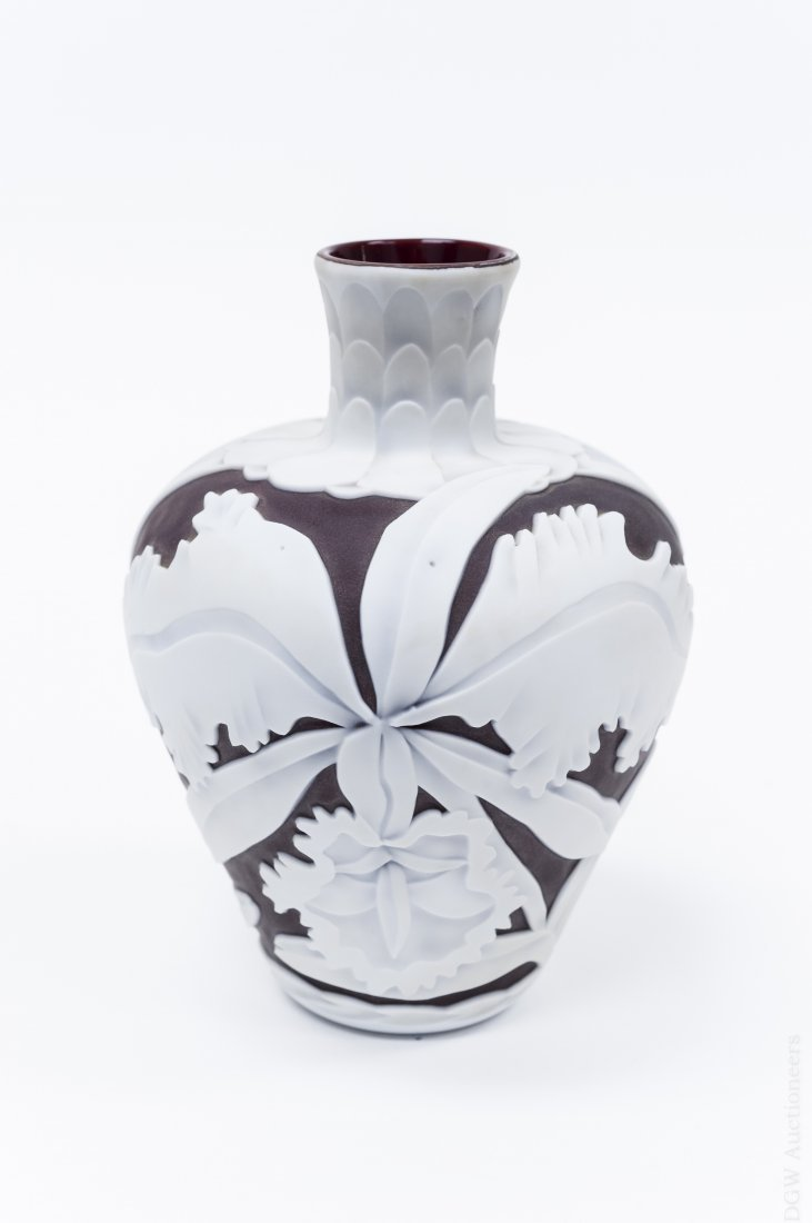 Richard Gibbons Satava Studios Cameo Glass Vase.