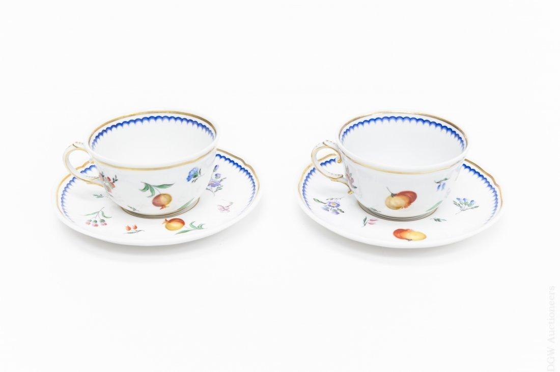 Richard Ginori Porcelain Dinner Service. - 2