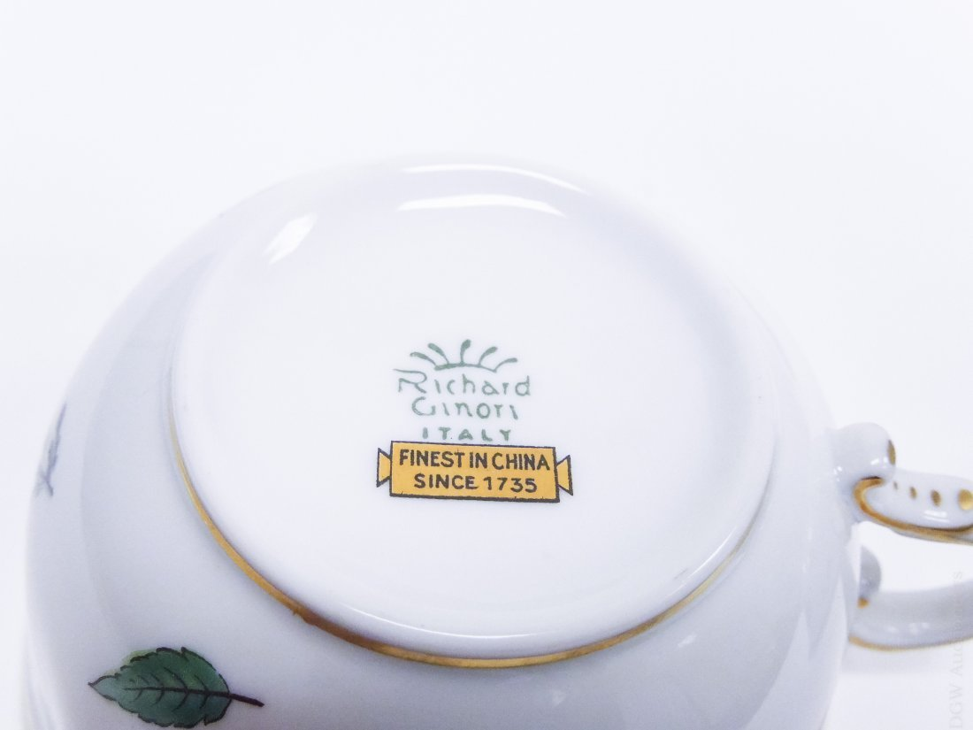 Richard Ginori Porcelain Dinner Service. - 4