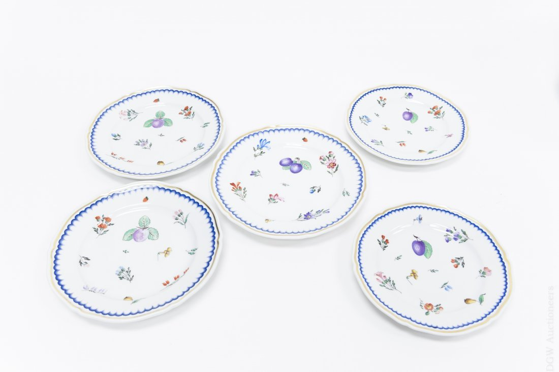 Richard Ginori Porcelain Dinner Service. - 8
